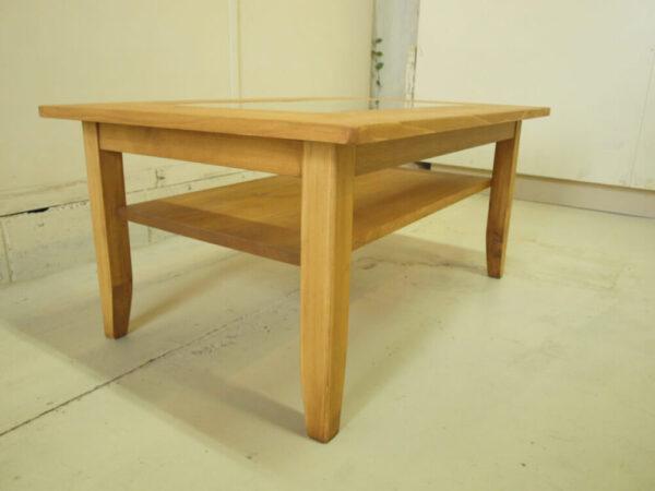 リビングテーブル棚付き